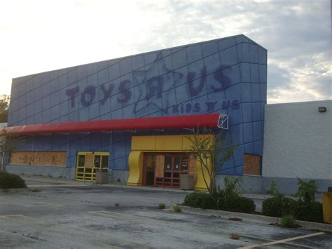 Does Toys R Us Sell Babies R Us Gift Cards - abandoned toys r us stores are kind of a thing now