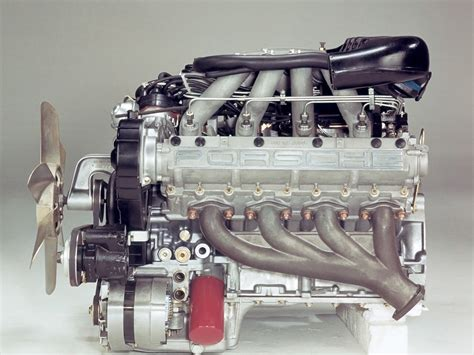 Porsche 928 Period Photos Engine 1920x1440 Wallpaper