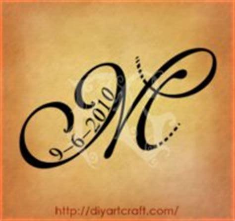 tatuaggi lettere corsivo free minds tatuaggio scritta lettera m stilizzata in