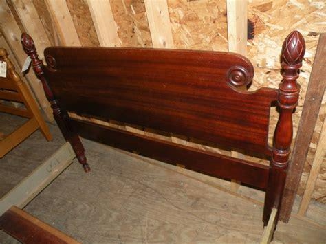 Antique bedroom furniture full/queen pineapple post bed