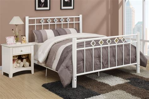 White Iron Beds by Decorate A Room With A White Wrought Iron Bed Home Ideas