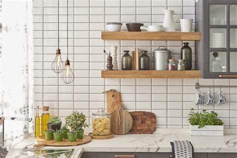 Azulejos Cocina Leroy Merlin #9: Aprenda_a_pintar_os_azulejos_do_banheiro_e_da_cozinha_para_ganhar_um_novo_espaco_confira_a_tinta_ideal_para_o_trabalho_3a5e_original.jpg