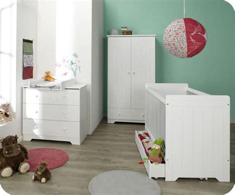 habitacion bebe color blanco cuna comoda armario