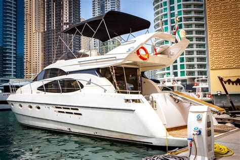 yacht hire dubai yacht cruises dubai hire sightseeing luxury boat cruise