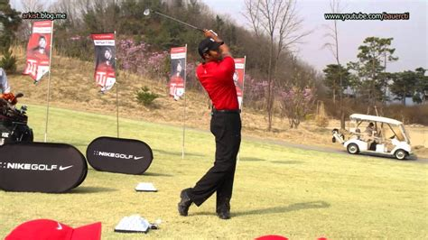 tiger woods wedge swing 720p hd tiger woods wedge golf swing slow motion 2011