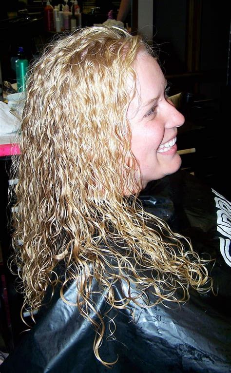 boomarang perm photos on long hair 25 best ideas about getting a perm on pinterest loose