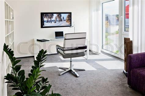 zuhause zu hause modernes interieur b 252 ro zu hause mit schreibtisch