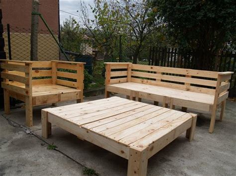 DIY Outdoor Pallet Bench Ideas   DIY and Crafts