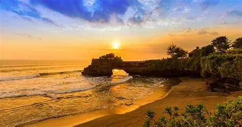 places  visit  bali  october