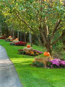 front yard fall decorating ideas 20 ways to help create a fall inspired front lawn
