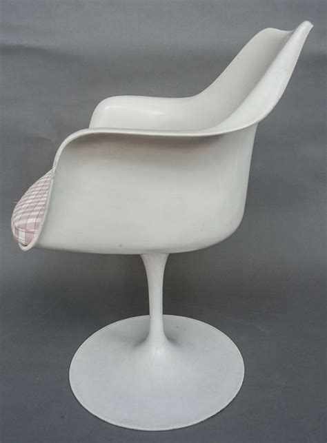 Tulip Dining Chairs A Set Of Eight Tulip Dining Chairs Designed By Eero Saarinen For Knoll At 1stdibs