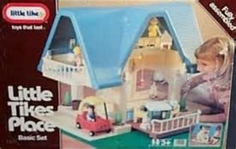 1990s doll houses 1990 little tikes dollhouse my favorite thing to play with when i was little