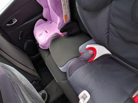 voiture 3 sieges auto タ l arriere comment mettre 3 si 232 ge auto dans une voiture