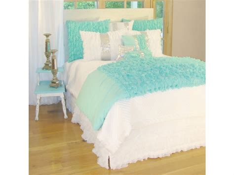 Bedrooms With White Comforters - turquoise and silver bedding aqua turquoise bedding turquoise teen bedding interior designs