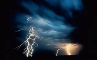 Thunder And Lightning Images Wallpapers Hd Desktop Wallpapers Free Lightning