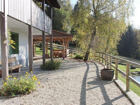 terrasse mit pavillon ferienhaus landhaus birket bayerischer wald familie