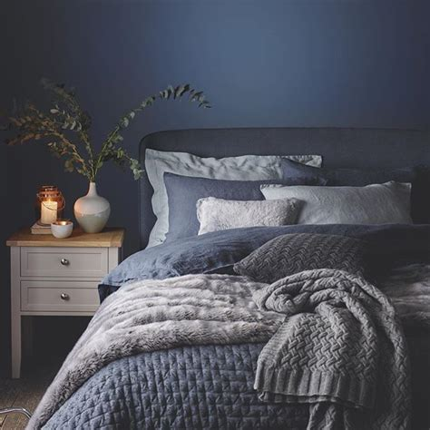 blue and grey bedroom best 25 dark blue bedrooms ideas on pinterest