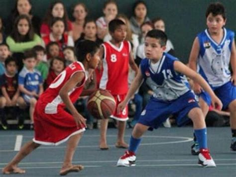 los indios no hacen ni 241 os ind 237 genas que juegan descalzos a baloncesto hacen historia