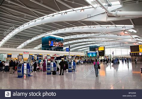 flight arrivals and departures heathrow international airport london departures concourse terminal 5 heathrow international