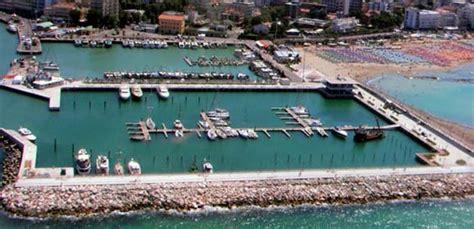 porto di cattolica dove guardare il tramonto nell adriatico al porto