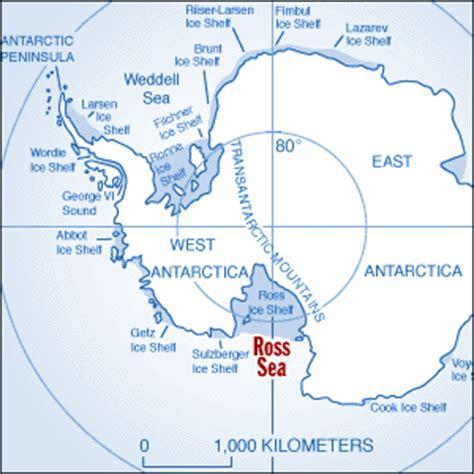 pine island boat rs cracks in the last ocean ross sea antarctica glacier
