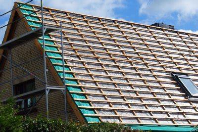 Bitumenwellplatten Ohne Konterlattung by Anleitung Zum Dachdecken So Bringen Sie Dachlatten An