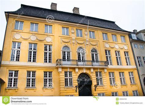 fassade gelb gelbe fassade stockfoto bild 20504150