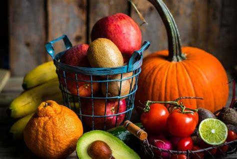 calazio e alimentazione calazio all occhio cause cura e rimedi naturali lifegate