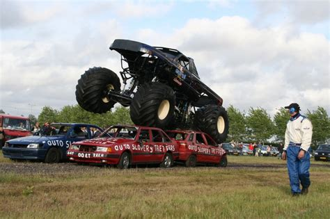 monster truck show ct the english word of the day car spanishdict answers