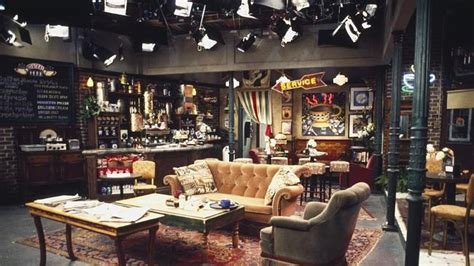 sitcom sets seinfeld everybody raymond house 90s tv show sets