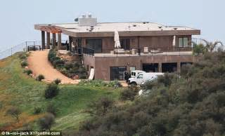 bruce jenner house kris jenner house courtesy kris u201c almost identical kris new talk show set is a