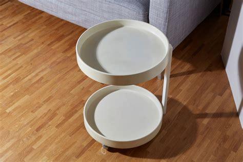 Nachttisch 70 Jahre 70er jahre tisch rundes tischchen aus kunststoff auf 4