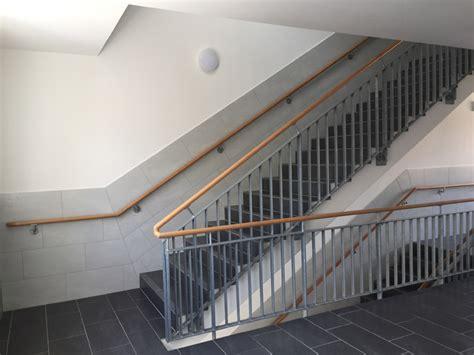 treppengeländer handlauf treppengel 228 nder mit holz handlauf herdie stahl und