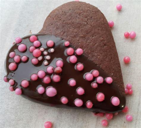 kalp kurabiye 199 ikolatalı kalp kurabiye nasıl yapılır sevgililer g 252 n 252