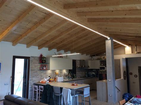 illuminazione travi legno faretti travi legno una collezione di idee per idee di