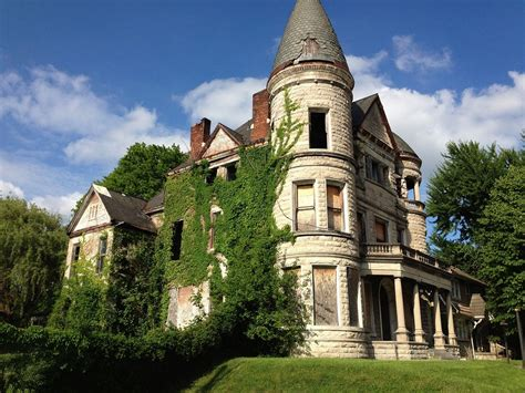 45  Most Fascinating Abandoned Mansions Design Ideas You Should Know ? FresHOUZ