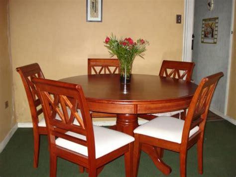 comedor redondo de  sillas de madera decoracion pinterest