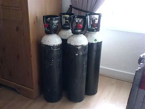 file home oxygen canisters jpg wikimedia commons