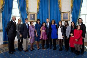 the obama s obama s extended family joins him in newly released photos