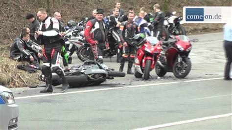 Motorrad Mit Vier R Der by Nordhelle Vier Motorr 228 Der In Unfall Verwickelt Youtube