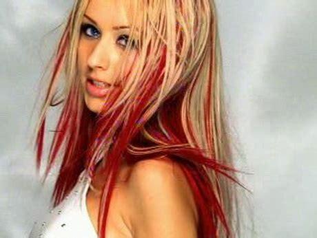 rote straehnen im blonden haar
