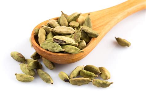 tip for how to powder cardamom easily