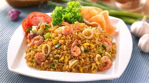 membuat nasi goreng yang simple resep membuat nasi goreng seafood yang enak aneka kreasi