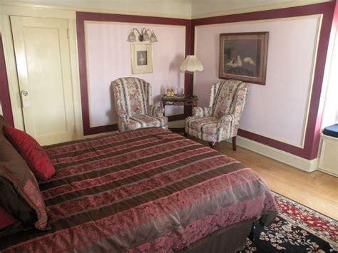 burgundy room jackson court guestrooms suites