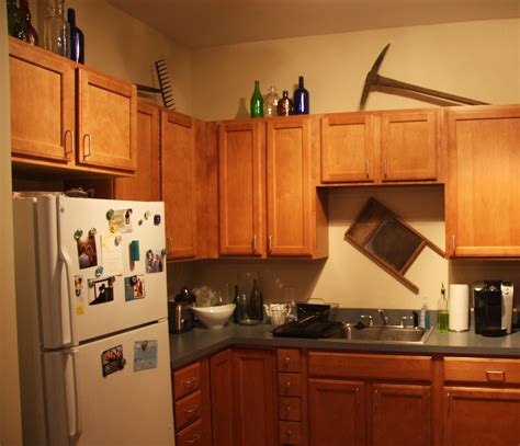 top kitchen cabinet decorating ideas how to decorate kitchen cabinet tops desainrumahkeren com