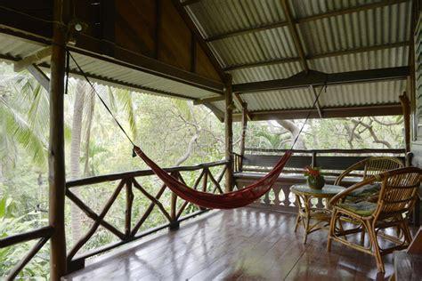 amaca da terrazzo veranda o terrazzo con le amache thailand immagine stock