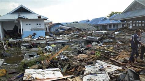 tsunami palu earthquake spawned tsunami slams palu indonesia video