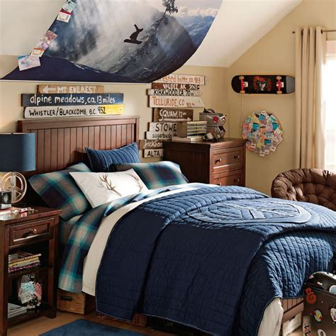 dark blue boys bedroom older boys room snowboarding theme blue and dark wood