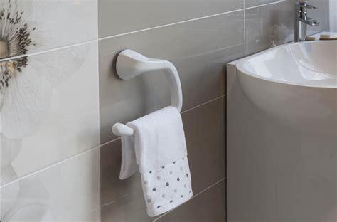 accessori x bagno in bagno accessori senza viti e tasselli cose di casa