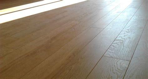 pavimento prefinito laminato posa pavimento laminato su piastrelle di porcellana